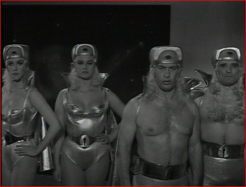 En Halloween: Luchadores contra Monstruos Parte 4: Santo contra los Marcianos. 1