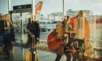 airport-731196_1280